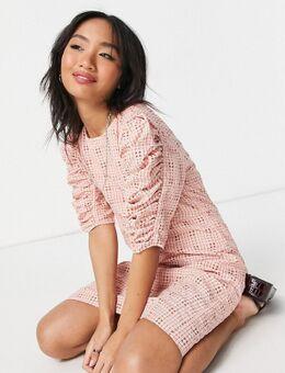 Mini jurk met textuur en gerimpelde mouwen in roze ruiten