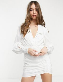 Mini-jurk met knoopjes en gerimpelde rok in wit