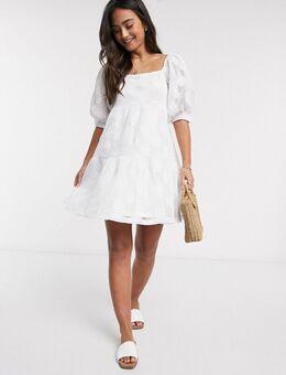 Aangerimpelde kanten mini-jurk met borduursel in wit