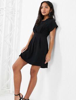ASOS DESIGN Petite - Mini-jurk met ingenomen taille in zwart