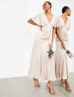 Lange satijnen jurk met fladdermouwen in roze