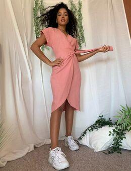 Linnen midi-jurk met overslag-Roze