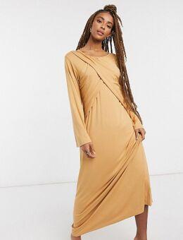 Maxi-jurk met lange mouwen en kruisplooidetail in camel-Neutraal