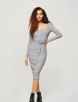 Geribbelde midi-jurk met geknoopte voorkant in grijs