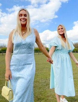 X Olivia & Alice - Midi slipdress van satijn met stippen in dezelfde tint-Blauw