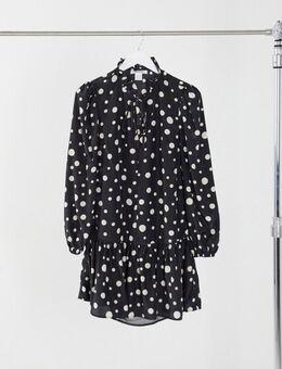 Mini-smockjurk met strik bij de hals en peplum zoom in stippenprint-Zwart