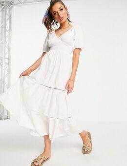 Lange jurk met gesmokte taille en kanten inzetstukken in wit