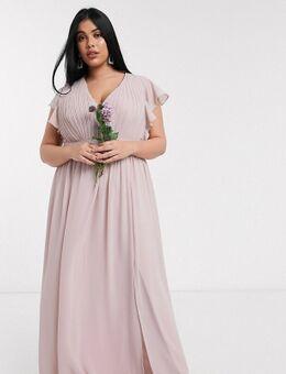 TFNC - Plus - Diepuitgesneden lange bruidsmeisjesjurk met fladdermouwen in roze
