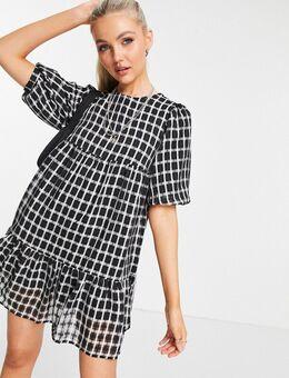 Aangerimpelde mini-jurk met pofmouwen in zwarte ruit