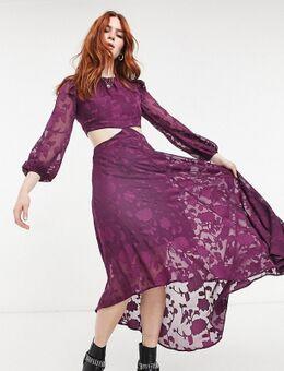 Halflange nette jurk met uitsnijdingen en doorschijnende mouwen in getextureerd paars