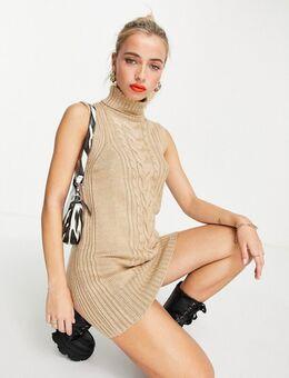 Mouwloze, gebreide midi jurk met kabels in camel-Neutraal