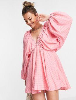 X Lorna Luxe - Diepuitgesneden mini jurk met extreme mouwen in roze