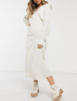 Gebreide jurk met overslag en strikceintuur in crème-Wit