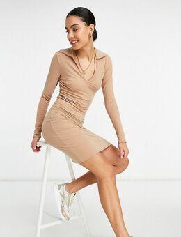 Geribbelde jurk met polokraag in lichtbruin