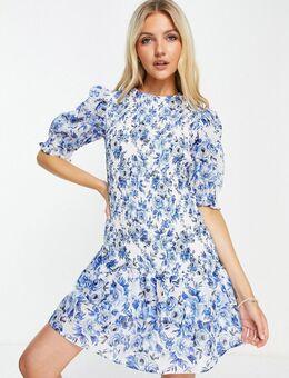 Geplooide mini jurk met ruches aan de zoom in blauw porselein-patroon