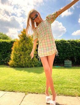 Geruite mini jurk met blote schouders en gerimpelde zijkanten-Groen