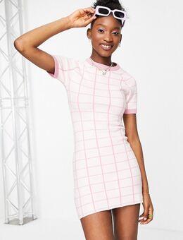 Gebreide mini-jurk met splitje en roze ruiten