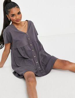 ASOS DESIGN Petite - Aangerimpelde mini jurk met knopen in leigrijs