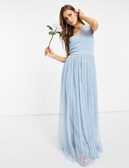 With Love - Lange bruidsmeisjesjurk van tule met blote schouder in zachtblauw