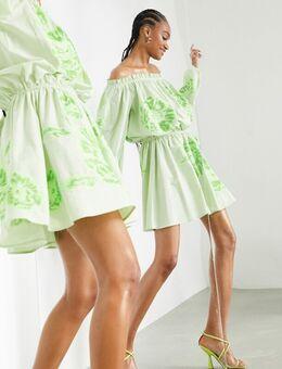 Mini jurk met blote schouders, borduursels en gestrikte taille in appelgroen