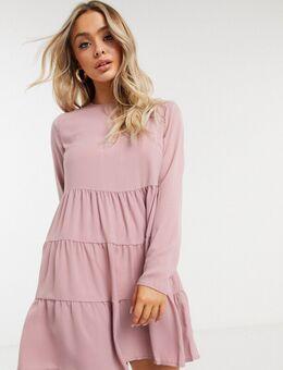 Gelaagde aangerimpelde jurk met lange mouwen in beigeroze