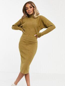 Hoogsluitende gebreide jurk met lange mouwen in bruin