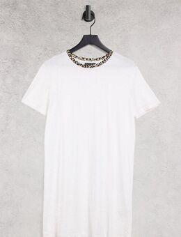 Dawn - T-shirtjurk met contrasterende hals met luipaardprint in wit