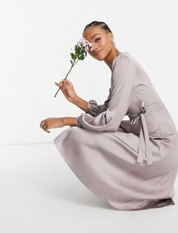TNFC - Bruidsmeisjes - Satijnen midi jurk met lange mouwen en overslag in grijs