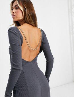 Geribbelde, diepuitgesneden midi jurk met kettingdetail aan de achterkant in grijs