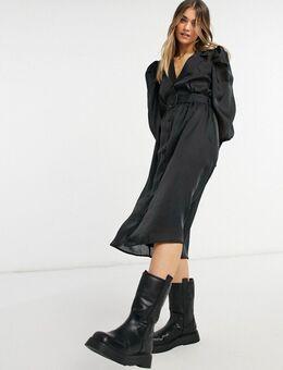Midi-jurk van satijn met riem in zwart