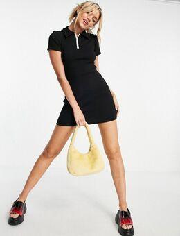 Geribbelde mini-jurk met polokraag in zwart