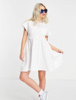 Aangerimpelde mini T-shirtjurk met zakje in wit