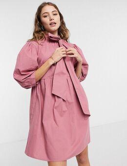 Gesmokte mini-jurk met strik aan de hals in roze