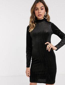 – Hochgeschlossenes Kleid aus schwarzem Struktursamt