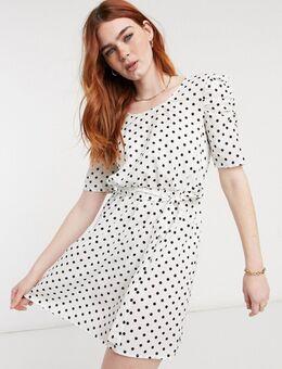 – Gepunktetes Kleid mit U-Ausschnitt und gerafften Ärmeln-Weiß