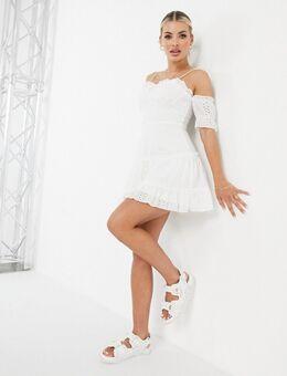 – Ausgestelltes Mini-Kleid in Weiß mit Lochstickerei