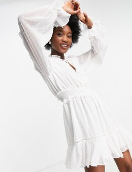 – Kurzes Skater-Kleid mit geraffter Taille und schwingendem Saum in Elfenbein-Weiß