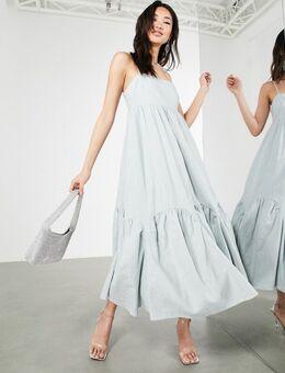 – Gestuftes Camisole-Kleid aus Leinen mit Bogenkante in Eisblau