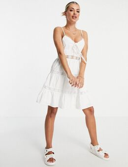 Petite – Ausgestelltes Kleid mit Spitzeneinsatz und Camisole-Trägern in Weiß