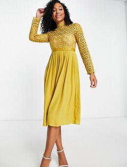 – Plissiertes Kleid in Senfgelb