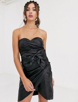 – Trägerloses Mini-Kleid aus schwarzem PU mit Schleife
