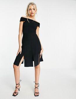 – Schulterfreies Kleid in Schwarz mit Schlitzen am Rock