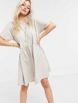 – Gesmoktes, kurzes T-Shirt-Kleid in Stein-Grau