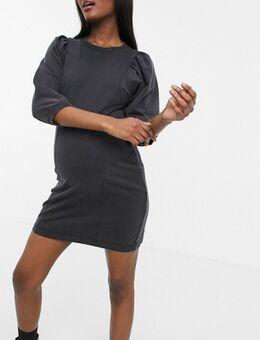 Pieces – Umstandsmode – T-Shirt-Kleid mit Puffärmeln in verwaschenem Schwarz