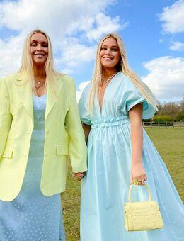 X Olivia & Alice – Hängerkleid mit weitem Rock und gerüschtem Bund-Blau