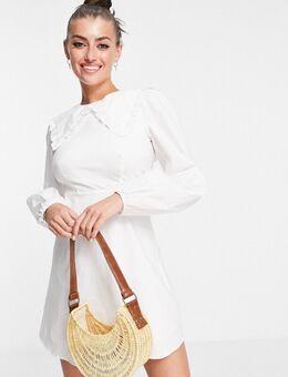 – Mini-Hängerkleid mit übergroßem Kragen und Puffärmeln-Weiß
