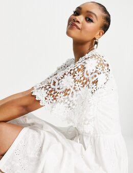 – Cecily – Kleid mit Lochstickerei in Weiß