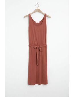 Rode jurk met strikceintuur