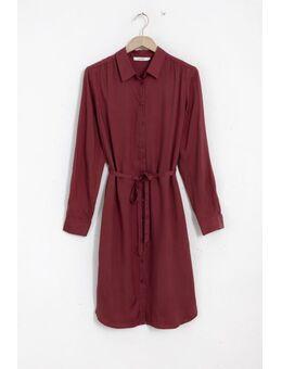 Donkerrode cupro jurk met strikceintuur