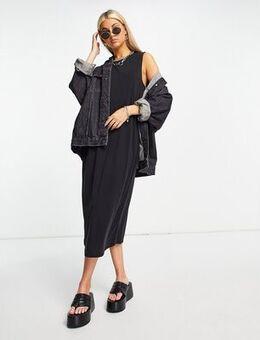 Sleeveless midi dress in black